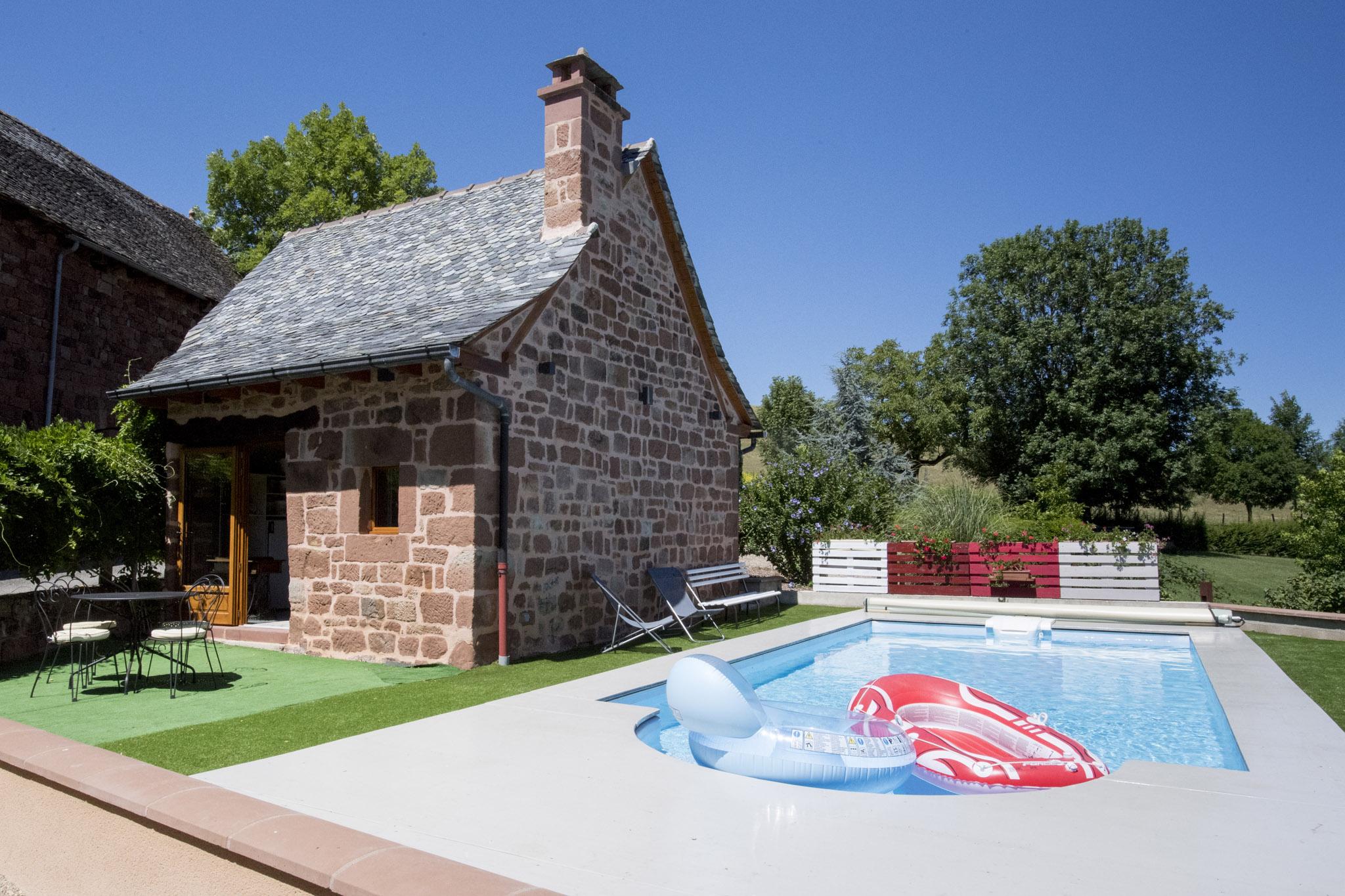 Galerie photos gite 4 toiles 8 personnes avec piscine for Location gite avec piscine aveyron