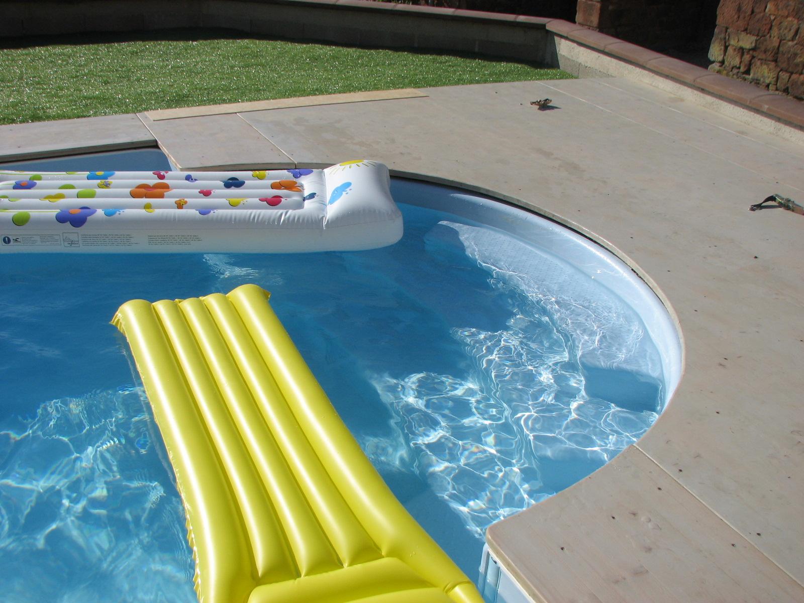 Acc s gite 4 toiles 8 personnes avec piscine en aveyron for Gite piscine aveyron